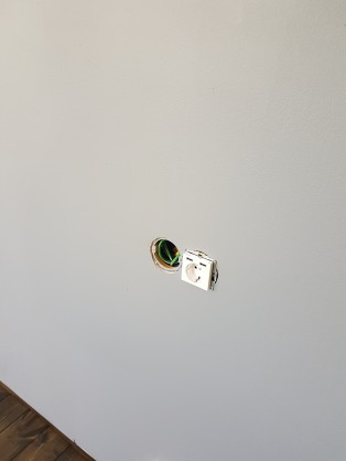 USB med plats för KNX-knappar bredvid