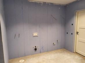 vägg med genomföringar